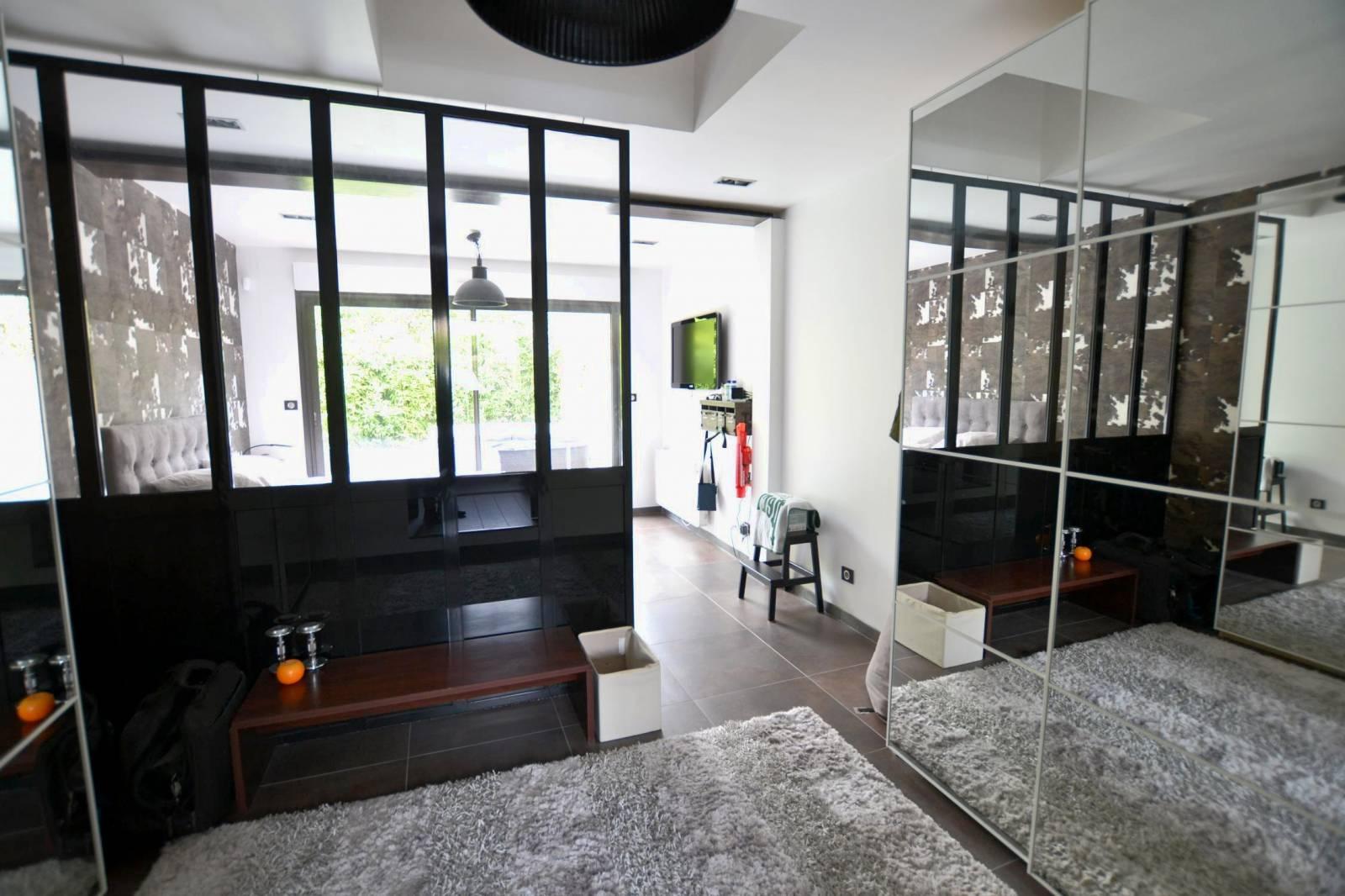 A vendre magnifique maison d'architecte F8/T8 avec 5 chambres sur la commune de Mont Saint ...